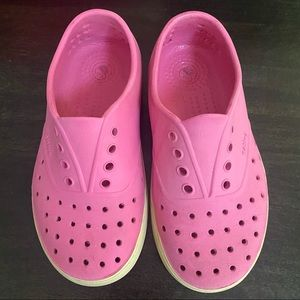 Native Jefferson slip on shoes pink 13